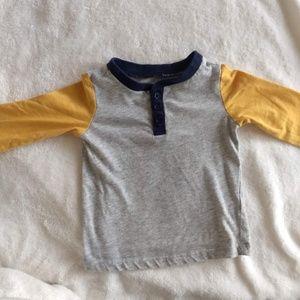 GUC  gray and mustard t-shirt